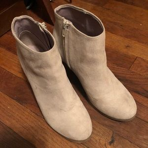 Old Navy Cream suede ankle boots Size 8